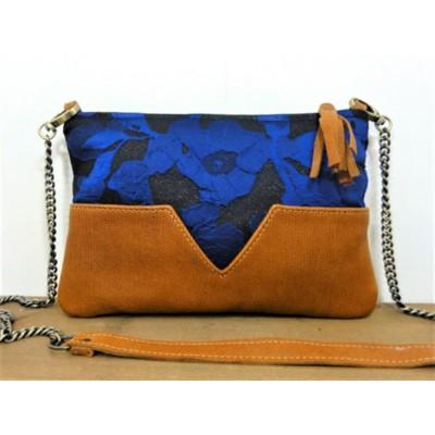 Sac pochette de créateur en cuir camel et tissu bleu électrique et noir à paillettes made in France