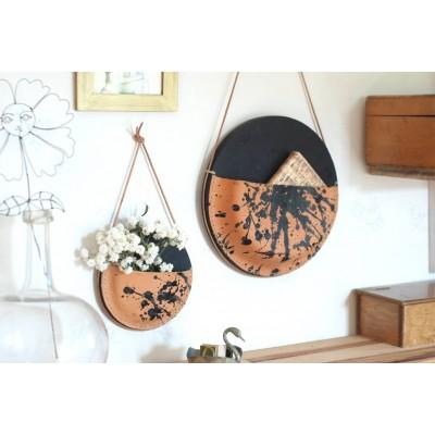 Suspension murale Grand format noireen cuir moulé et bois vide poche made in France